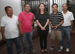 "YEDDA ROMUALDEZ HELPS YOLANDA VICTIMS IN STA FE ,LEYTE ------  Yedda Romualdez (center) wife of Leyte (1st Dist) Rep.Ferdinand Martin ""FM"" Romualdez meets with  Sta Fe, Leyte Councilors from left Eduardo Torreros, Marvin Collado, Bong Echague and ABC President Belen Chuca to discuss sustainable livelihood program for the typhoon Yolanda victims in the municipality.The councilors are in Manila for their Lakbay Aral program.photo by Ver Noveno"