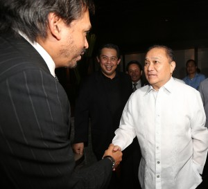 "Philippine Chamber of Mines President and The New Standar Chairman Philip Romualdez (left) warmly welcome TV 5 Chairman Manuel V. Pangilinan (right) during the launching of The New Standard news paper at the New World Hotel in Makati City.Looking on is Leyte (1st Dist) Rep. Ferdinand Martin ""FM"" Romualdez.photo by Ver Noveno"