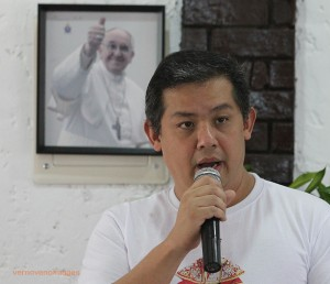 "Romualdez: Don't politicize Pope's visit •December 4, 2014 •	Written by Ryan Ponce Pacpaco with Lee Ann P. Ducusin •	Published in Top Stories •	0comments  Ferdinand Martin ""FM"" G. Romualdez THE House independent bloc yesterday strongly backed the Catholic Bishops' Conference of the Philippines' (CBCP) appeal to public officials and those running in the 2016 polls not to politicize Pope Francis' visit in January next year.       Bloc leader and Leyte (1st District) Rep. Ferdinand Martin ""FM"" G. Romualdez, Buhay Hayaang Yumabong (Buhay) party-list Rep. Lito Atienza and Abakada party-list Rep. Jonathan de la Cruz said the call of Manila Archbishop Antonio Luis Cardinal Tagle should be respected as they stressed that the Pope will be here to condole and inspire Yolanda survivors.      ""I agree wholeheartedly with the Cardinal's call. He (Tagle) was right. He's (Pope) here for the faith,"" stressed Romualdez. ""Nobody should take advantage of it (papal visit). The public officials and public officers should be there in a supportive capacity. Public officers and politicians should stay as much as possible in the back and be in a very strong supportive capacity to the Church and the organizers.""       Atienza, a senior member of the House independent bloc, said politicians should heed the call of Tagle not to use also the papal images for any political gimmick since the main purpose of Pope Francis' visit is spiritual and pastoral.""      ""Let's not use the papal visit for whatever (other) purpose other than the genuine, personal, spiritual purpose of the Pope to come to the Philippines, and he wants to go to Tacloban City. Let him go there and let's support him,"" Atienza explained.      De la Cruz, another senior member of the House independent bloc, said ""politicians should start praying and request for the absolution of their sins.""      Romualdez also said that Pope Francis wanted to visit Tacloban City as early as December 2013.   ""You have to remember, what caught the attention of the Holy Father was Typhoon Haiyan (Yolanda) and the devastation it brought. He saw the destruction. We saw the international response. Gusto niyang makiramay din. He wanted (actually) to come earlier,"" said Romualdez.      Meanwhile, the Catholic Bishops' Conference of the Philippines denied that Malacañang is compelling the Church to cancel Pope Francis' visit to Leyte.      Lingayen-Dagupan Archbishop Socrates Villegas, CBCP president, said the Church hierarchy was never under pressure to change the Pope's itinerary, assuring that the Pope will visit Leyte.      ""There was no such pressure,"" he said in a text message to reporters."