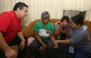 """ROMUALDEZ MAKES INMATE'S XMAS WISH COME TRUE ---- Leyte (1st Dist) Rep.Ferdinand Martin """"FM"""" Romualdez (right) smiles as he helps make Women's Correctional inmate Rosita Biros (right) Christmas wish to see her children come true.The female inmate was separated 18 years ago from her son Rolanda (2nd left) and daughter Veronica (2nd right) in Sta Fe Leyte.Rep. Romualdez immediately brought the two kids to their mother in the  Women's Correctional in Mandaluyong City shortly upon their arrival from the airport yesterday.photo by Ver Noveno"""