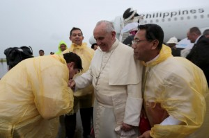 "Tacloban City Mayor Alfred Romualdez (left) Kisses the ring of Pope Francis upon arrival at Daniel Z. Romualdez Airport in Tacloban City Saturday.Looking on are Leyte (1st Dist) Rep. Ferdinand Martin ""FM"" Romualdez (2nd left) and Palo Arch Bishop John Du (right).photo by Ver Noveno"
